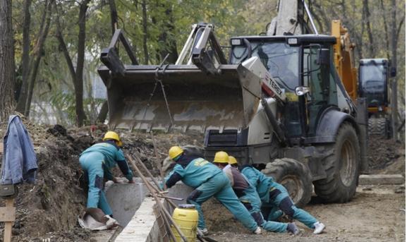 Acord spectaculos pentru asfaltatori și juriști: Guvernul modifică legislația salarială într-o industrie de miliarde. Construcțiile